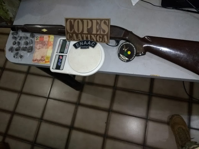 Em Piranhas, Copes prende   três  pessoas e apreende arma de fogo, drogas e dinheiro