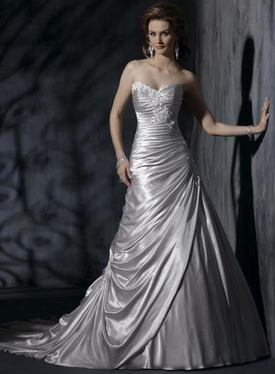 A Wedding Addict: Silver Wedding Dress with Soft Sweetheart