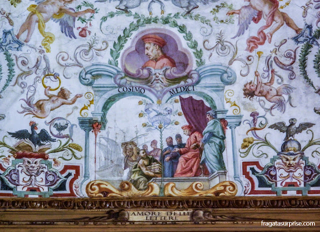 Decoração do forro de um corredore da Galleria degli Uffizi, em Florença
