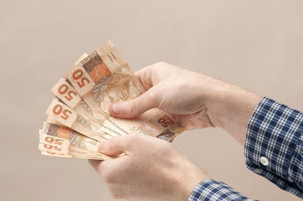 Governo vai antecipar 13º do INSS e abono salarial.