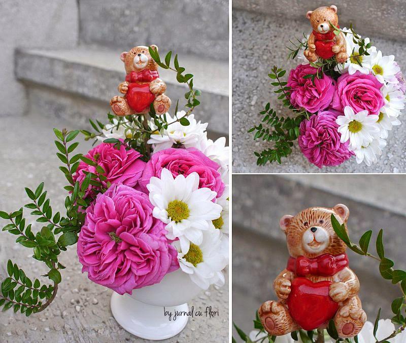 aranjament cu trandafiri si flori  ursulet cu inimioara in mana de ziua indragostitilor