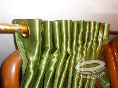 kain gorden telah dipasang ke batang gorden