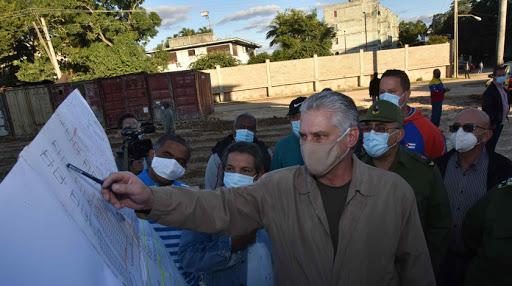 Miguel Díaz-Canel prueba el picadillo de soya y termina hospitalizado