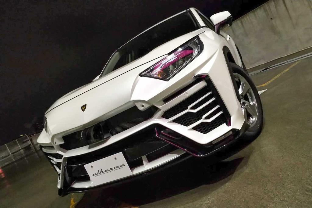 Toyota RAV4 lột xác thành siêu SUV Lamborghini Urus
