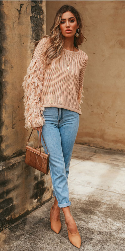 Knitted outfits are versatile pieces that adapt to every woman's style. Mix up your style with these 25 Charming Knitwear to Keep You Stylish and Warm. Winter outfits via higiggle.com | Pink stylish sleeve sweater | #knit #winter #fashion #sweater
