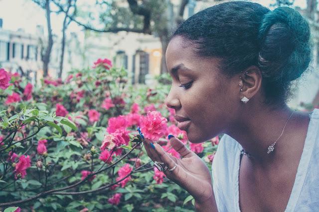 mulher aroma flores fragrancias exclusivas varejo