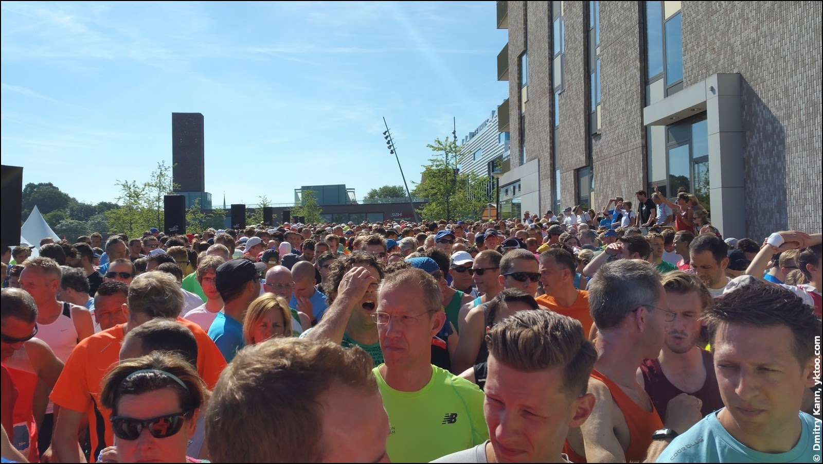 The crowd at the start.