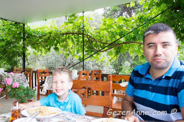 harika bir doğa ortasındaki Faralya'da gözleme çay molası, Fethiye