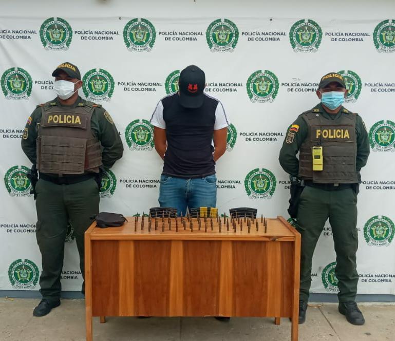 hoyennoticia.com, En Uribia lo agarraron con tres proveedores para fusil y 82 cartuchos calibre 5.56
