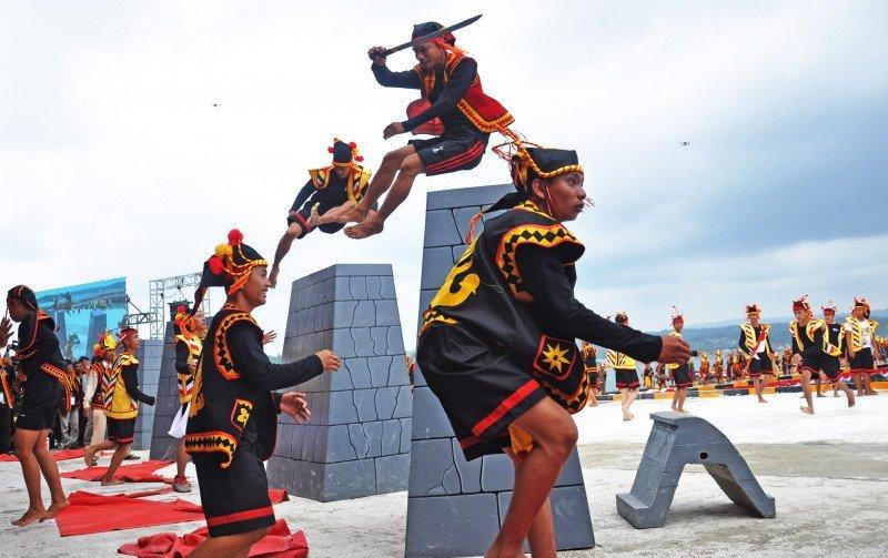 Budaya & Tradisi Lompat Batu Nias