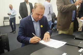 Em São Paulo, prefeito Gilson Fantin assina convênio com DADETUR para construção de um Píer