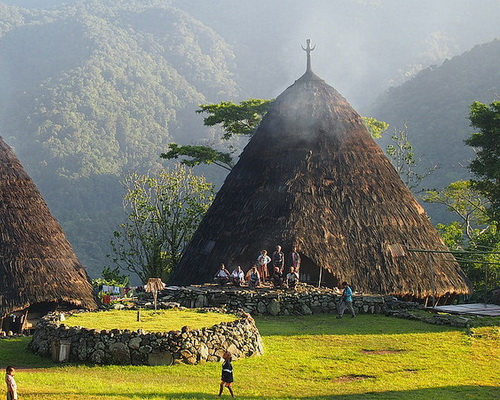 Tinuku.com Seven stilts houses Mbaru Niang in Wae Rebo highlands village has independent architectural style