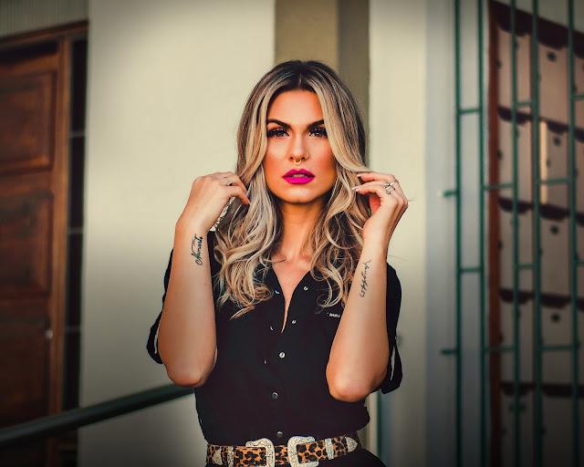 A Diva Gabriela D´Avila posou para um ensaio em plena quarentena