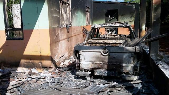 PLANTÃO DE POLICIA Incêndio destroi casa e carro em São João do Jaguaribe
