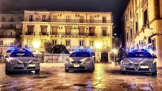 Ruba la borsa a una ragazza seduta in un pub in via Aragona.Ventenne arrestato dalla polizia