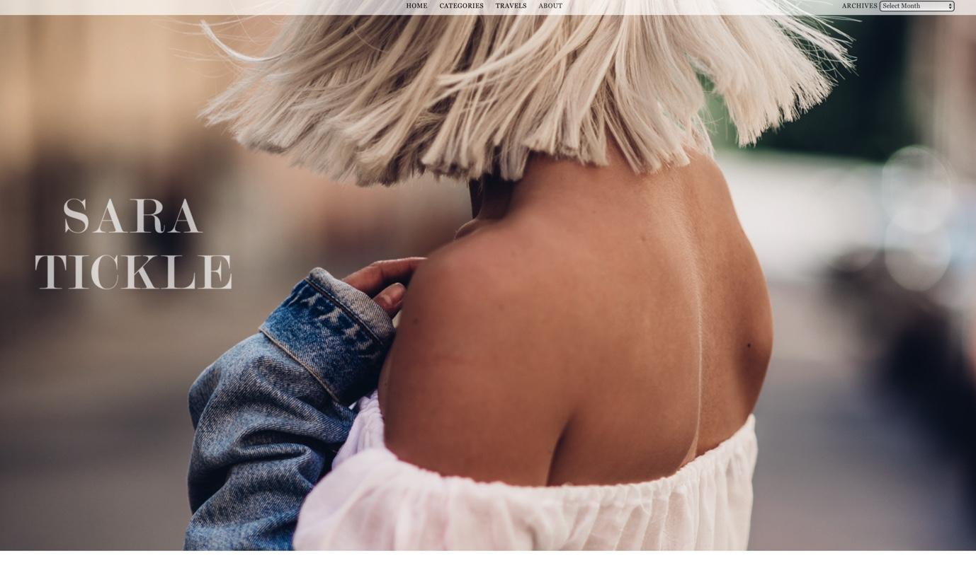 Sara Ticklen blogin banneri, jossa vaaleahiuksinen nainen katsoo pois päin kamerasta.