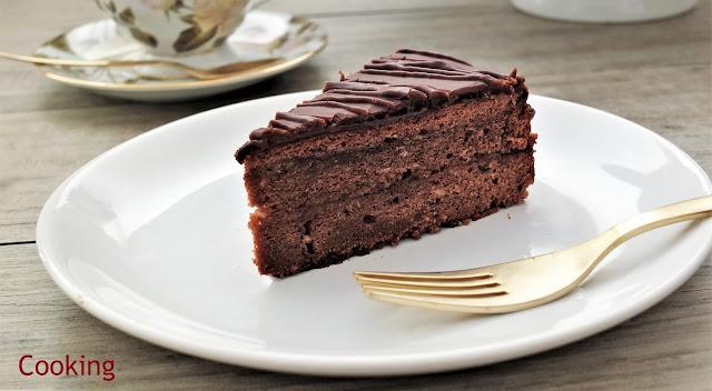 Sacher-Torte, o bolo de chocolate de Viena e o mais famoso do mundo, recheado com geleia de alperce e coberto de chocolate