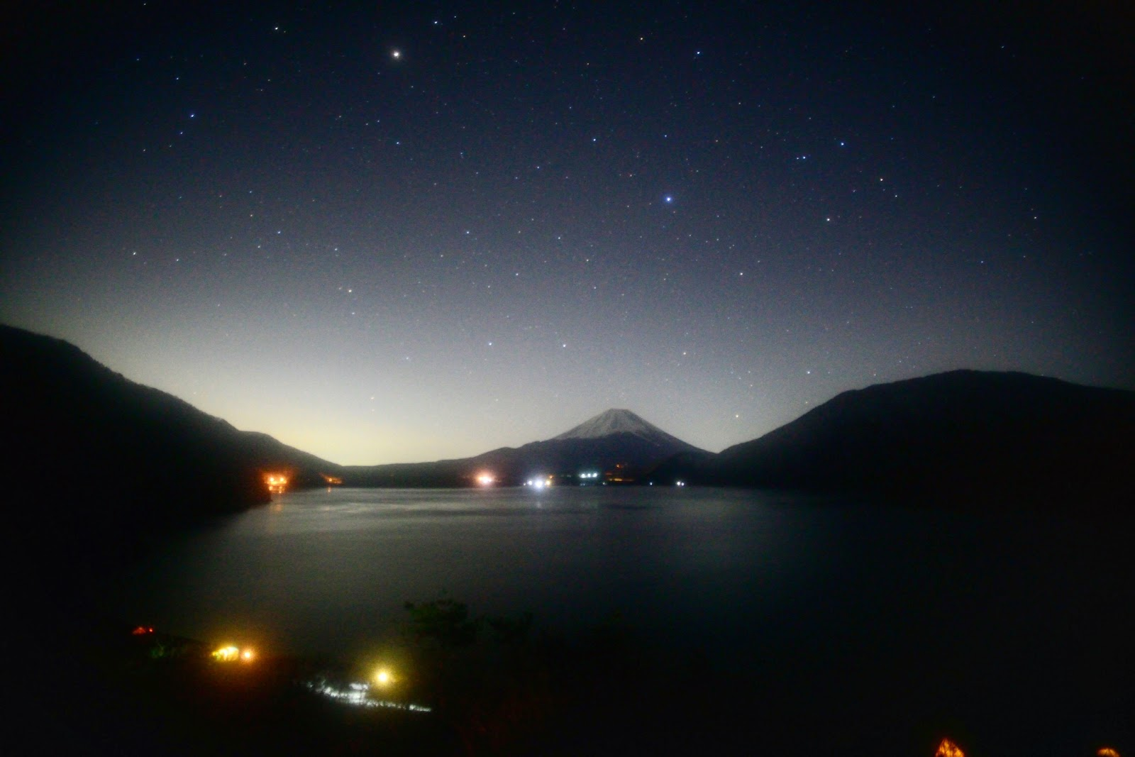 本栖湖 富士山 星空