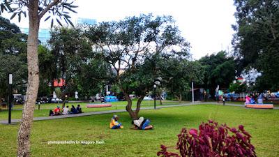 Taman alun-alun Kota Malang yang indah.