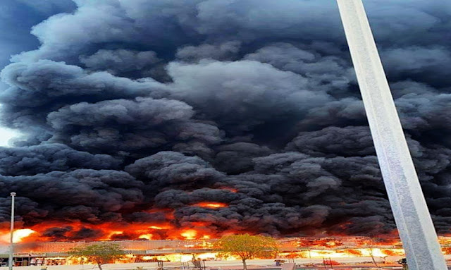 حريق ضخم في سوق شعبي بالمنطقة الصناعية الجديدة في إمارة عجمان بدولة الإمارات