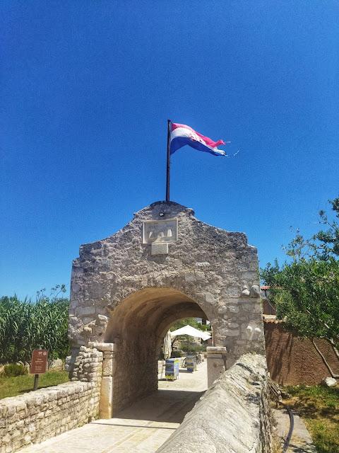 wejście na starówkę w mieście Nin, koło Zadaru