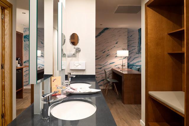 how to choose bathroom mirror