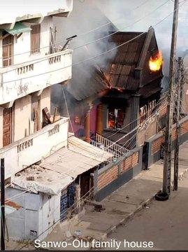 #LekkiMassacre: Hoodlums burns down governor Sanwo-olu alleged family house in Lagos (Video)