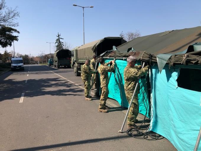 Katonai sátrakat állítottak fel a Kenézy Kórháznál