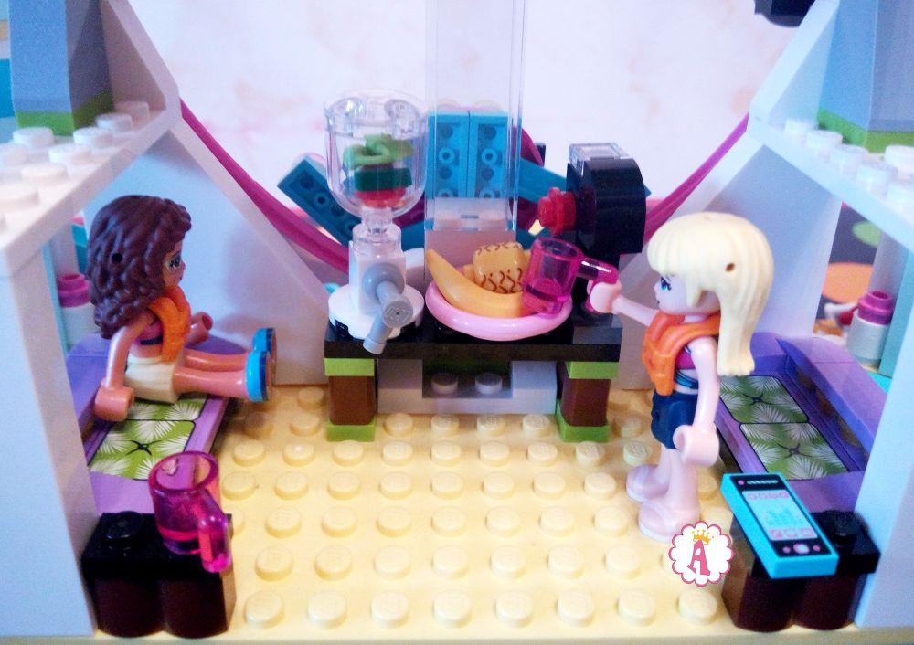 Комната ожидания на курорте LEGO Friends Heartlake City Resort
