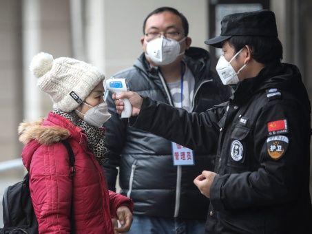 Realizan revisión de casos de Covid-19 en Wuhan, China