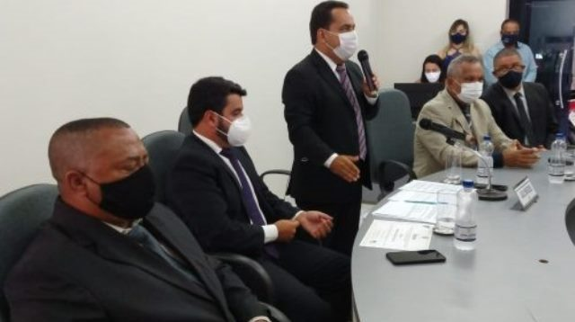 Hagge humilha vereadores do MDB com a presidência de Léo Matos
