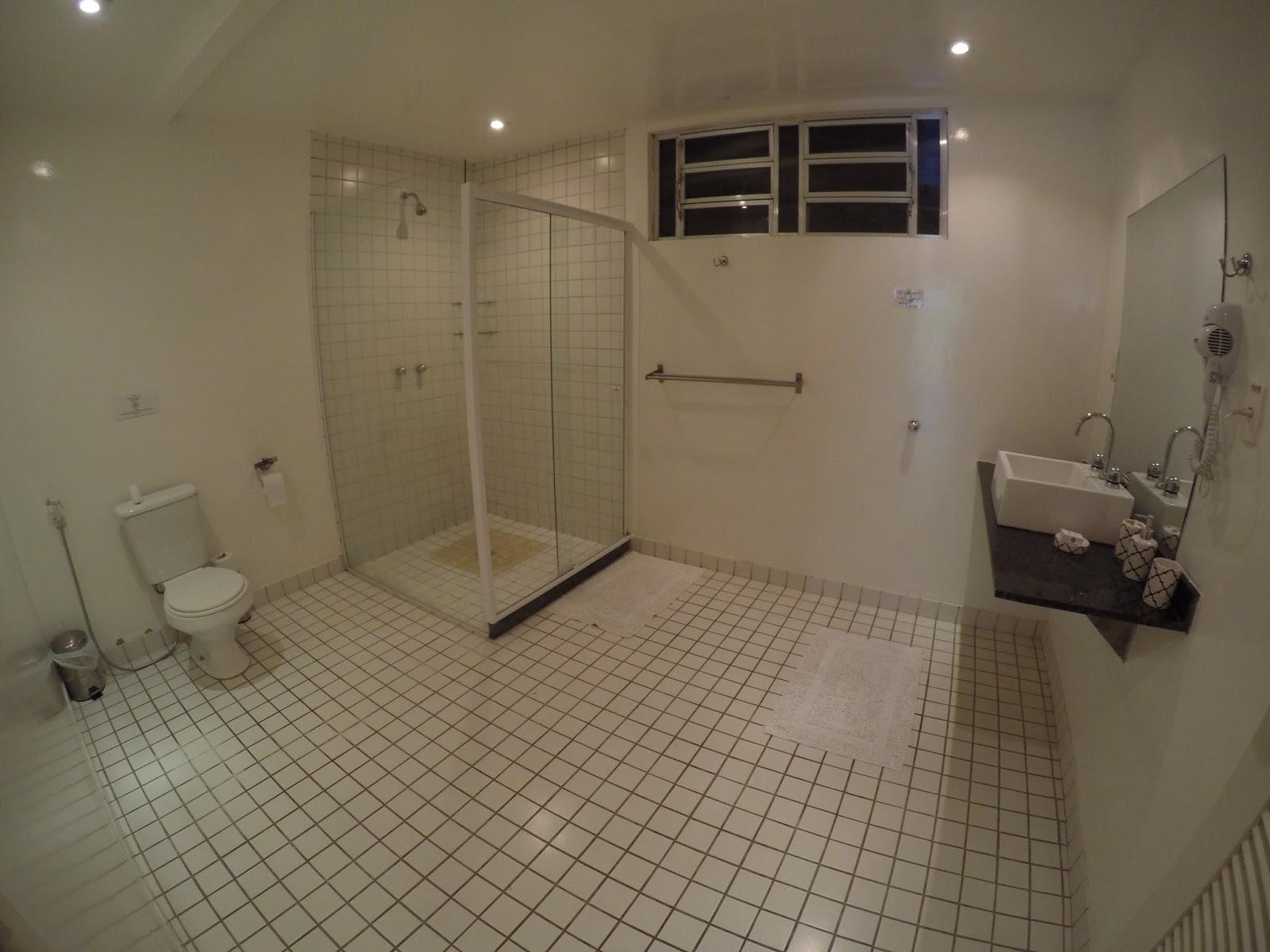 Imagens de #5C503F Altos de Santa Teresa Guest House possui 3 tipos de suítes: Standard  1600x1200 px 3530 Blindex Banheiro Rio De Janeiro