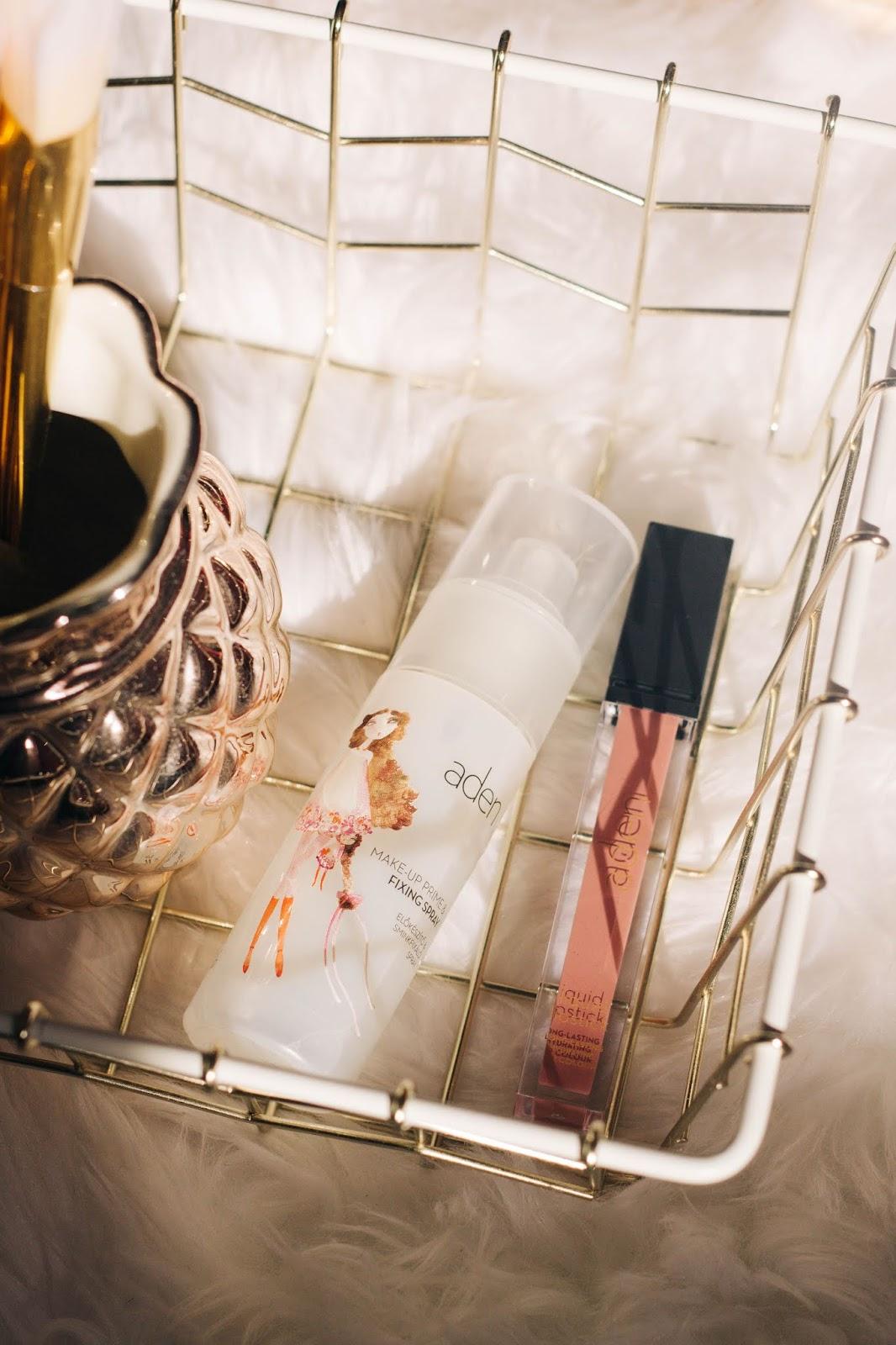 Make-up Prime & Fixing Spray (50ml) — 7,20 €    O primer/fixador é um produto ligeiramente mais recente. Foi lançado em 2017 e, de acordo com a marca, tanto pode ser utilizado na preparação de pele (como primer), como pode ser utilizado no último passo (como finalizador). Sem parabenos, formaldeído, silicone, SLES, óleo mineral e lanolina. Adequado para todos os tipos de pele.    É um produto 2 em 1.