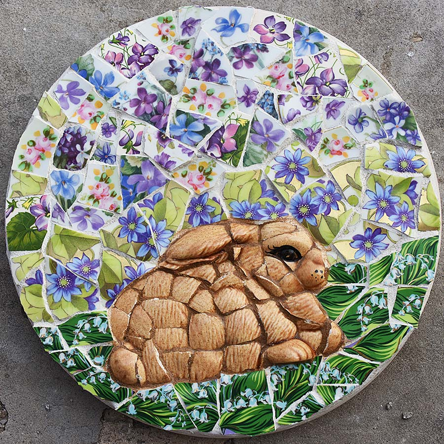 Mosaic circle stepping stone Bunny dreaming flowers