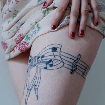 tatuaje muslo sexy