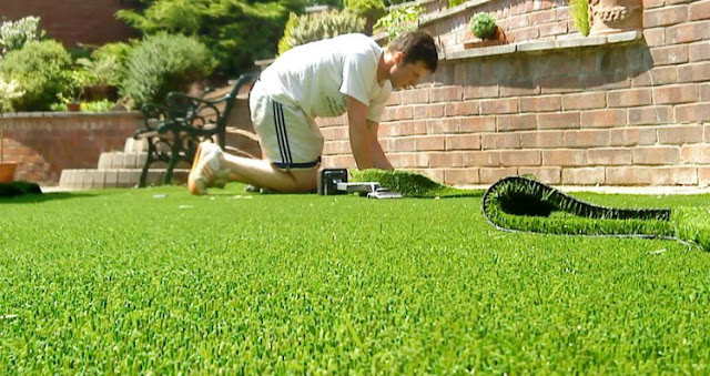 How to Find the Best Artificial Grass Installation Solution for Your Lawn?