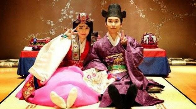 Kompaknya Sungmin dan Istri Greeting Imlek Dengan Hanbok