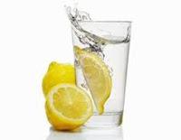 los-beneicios-del-agua-con-limon