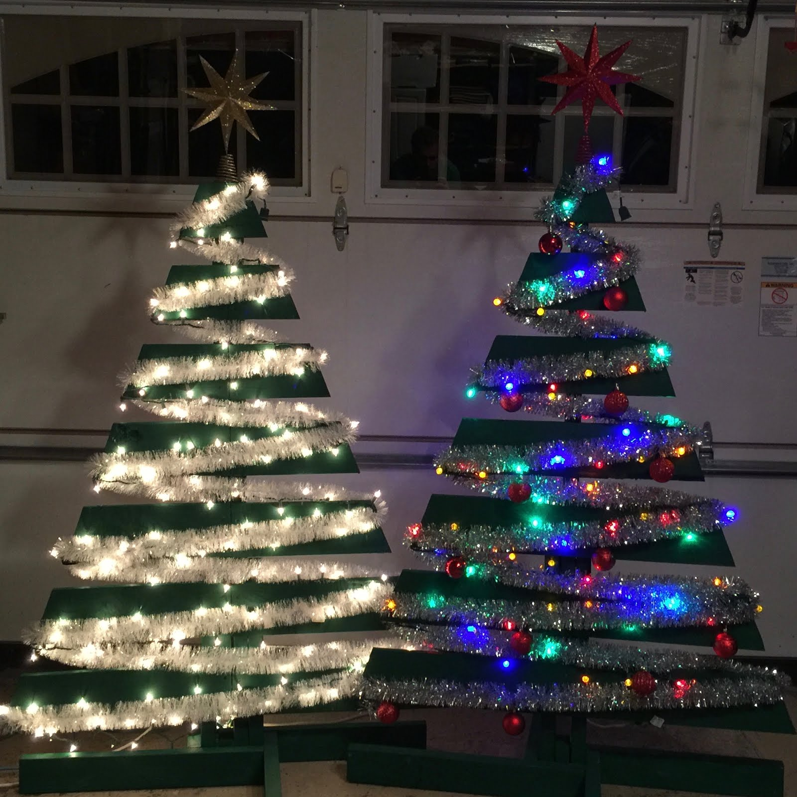 How to Make Two Christmas Trees from One Wooden Pallet ...
