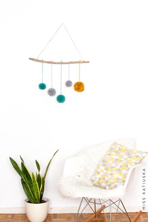colgador de pompones para decorar