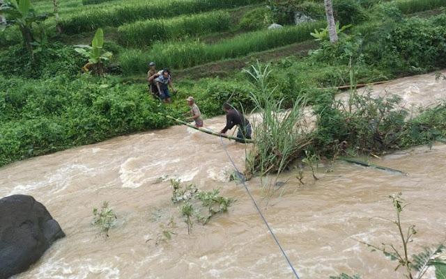 warga cisewu meninggal dunia terseret arus sungai