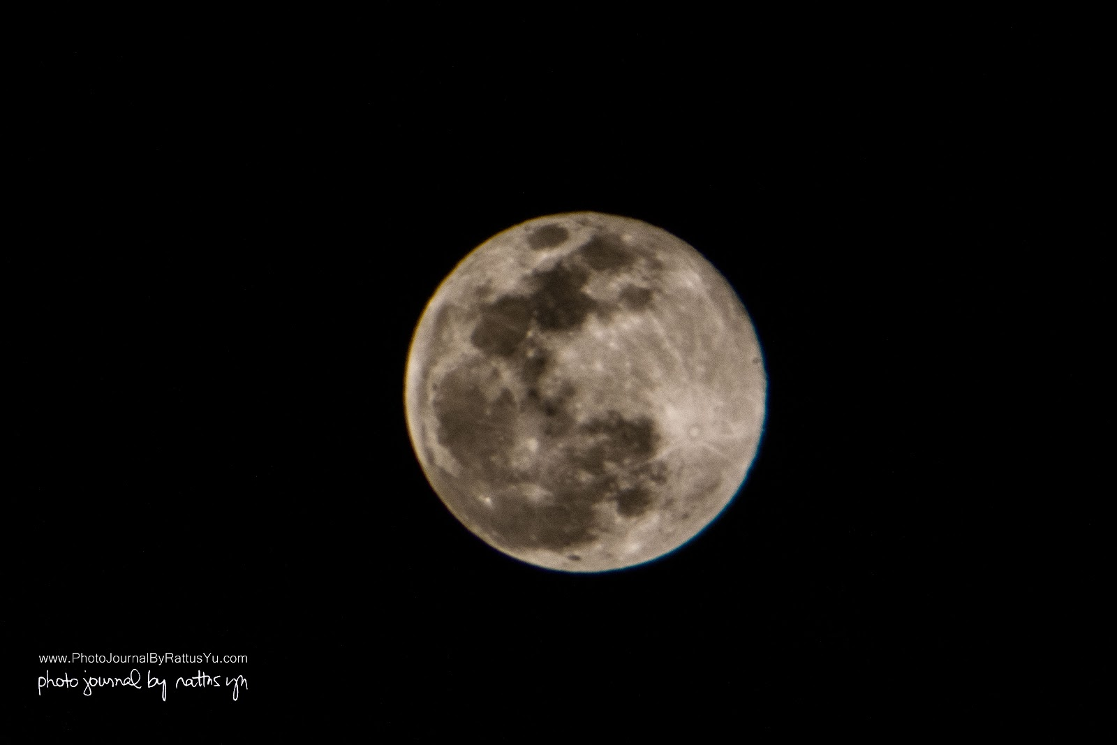 April 22, 2016: The World's Smallest Full Moon, Shot At Manila Bay