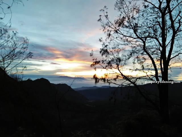Gunung Bromo merupakan salah satu spot terbaik untuk menyaksikan matahari terbit