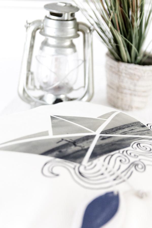 DIY Geschenkidee: Anleitung für ein selbstgemachtes Foto-Kissen mit Papierboot inklusive kostenloser Vorlage! by http://titatoni.blogspot.de