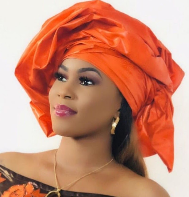 Le foulard africain, symbole de féminité : Mode, foulard, gele, mousor, écharpe, turbans, tie, nigérian, africain, fête, tête, accessoire, élégance, femme, noire, mariage, LEUKSENEGAL, Dakar, Sénégal, Afrique