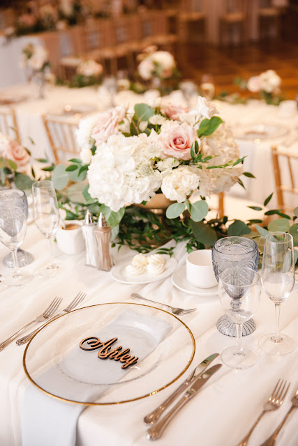 Niagara Wedding Planner | A Divine Affair | Ashley and Mike. Niagara on the Lake Wedding reception at Queens Landing. Photo by Gemini Photography. Blush and Gold Wedding details. Ceremony at Miller House Garden at Pillar and Post. Blush and ivory wedding flowers.