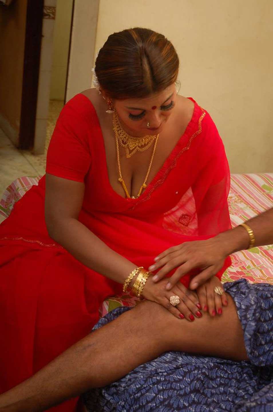 Tamil Actress Jennifer Spicy In Saree Stills Beautiful