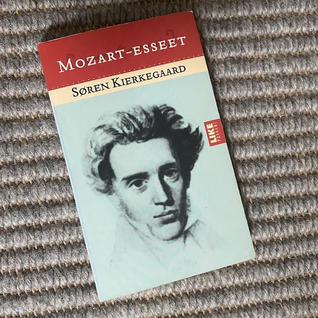 Soren Kierkegaard - Mozart-esseet -kirjan kansi