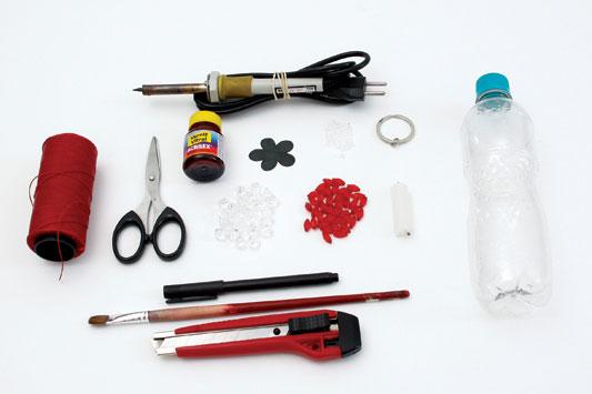 Поделки из пластиковых бутылок: брелок для ключей