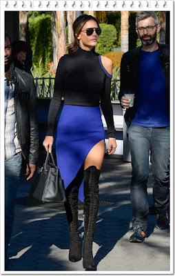 アレッサンドラ・アンブロジオ(Alessandra Ambrosio)は、リンダファロー(Linda Farrow)のサングラスと デヴィッドコーマ(David Koma)のオープンショルダーボディスーツ、そしてエルメス(Hermes)のトートバッグ、レ シーラ(Le Silla)のニーハイブーツを着用。